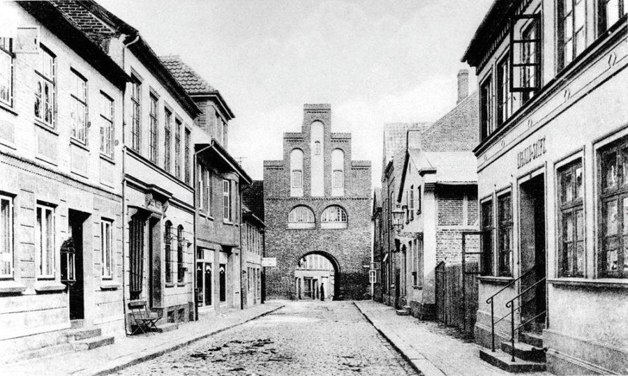Neustadt in Holstein - Kremper Straße mit Kremper Tor