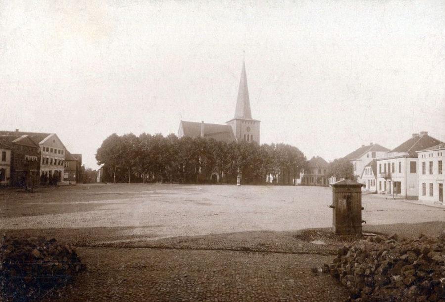 Neustadt in Holstein - Marktplatz mit Stadtkirche