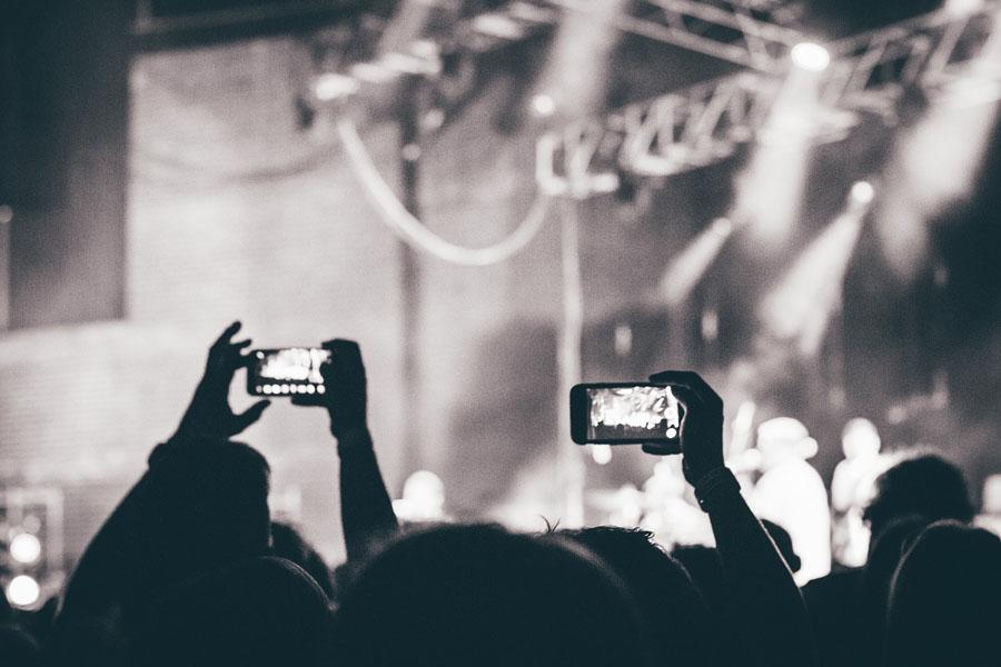 Smartphone beim Konzert