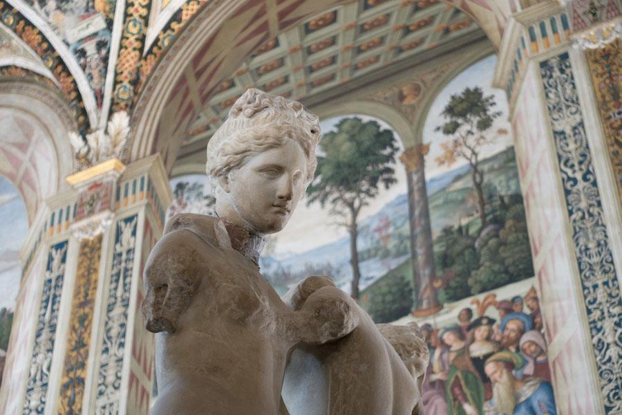 Skulptur in Bibiothek in Sienna