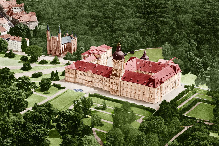 Luftbildaufnahme des Neustrelitzer Schlosses